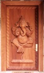Красивые двери нашего времени.  Но не только мастерам прошлого есть чем похвалиться.
